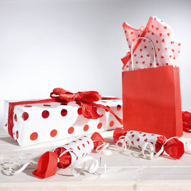 Gift wrapping with tissue paper